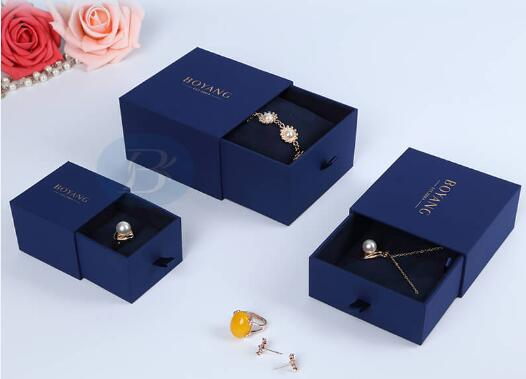 Now offers the most beautiful custom jewelry packaging.