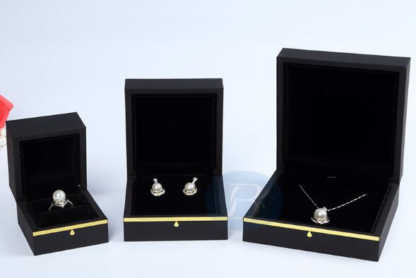 How to show beautiful jewelry packaging through visual marketing?