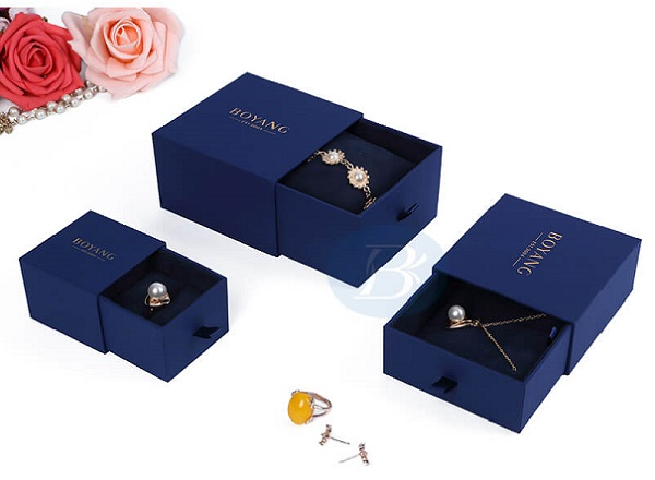 What color jewelry packaging boxes look good?